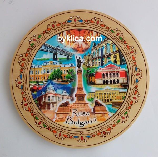 3.80 Дървена чиния сувенир с пирография РУСЕ