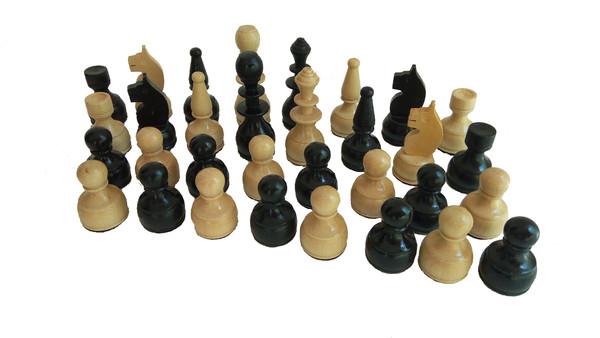 15лв. Дървени фигури за шах
