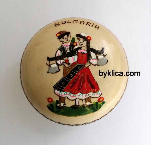 4 лв. Кутия за бижута Гъбка Момиче и момче с народни носии